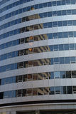 Reflexões modernas do arranha-céus imagens de stock royalty free