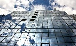 Reflexões na arquitetura de aço e de vidro Foto de Stock Royalty Free