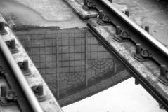 Reflexões na estrada de ferro Fotos de Stock Royalty Free