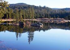 Reflexões no lago imagem de stock