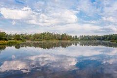 Reflexões no lago Imagens de Stock