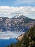 Reflexões no lago crater Imagem de Stock Royalty Free