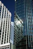 Reflexões no prédio de escritórios Fotografia de Stock Royalty Free