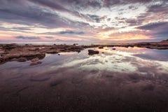 Reflexões Paisagem longa magnífica do por do sol do mar da exposição Imagem de Stock