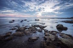 Reflexões Paisagem longa magnífica do por do sol do mar da exposição Fotografia de Stock