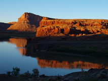 Reflexões quietas do rio Imagens de Stock Royalty Free