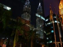 Reflex van Tweelingtorens Petronas Stock Foto's