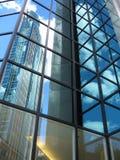 Reflexões no edifício de vidro Fotos de Stock Royalty Free