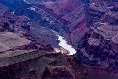 Reflexflod som är längst ner av Grand Canyon Arkivfoton