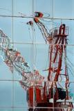 Reflexión anaranjada de la grúa Imagen de archivo