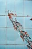 Reflexión anaranjada y blanca de la grúa Fotografía de archivo