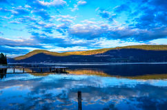 Reflexión azul del lago Fotografía de archivo libre de regalías
