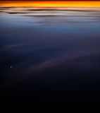Reflexión colorida abstracta de la puesta del sol Fotografía de archivo