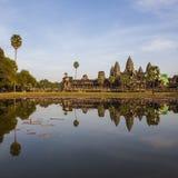 Reflexión de Angkor Wat en el agua Imagen de archivo