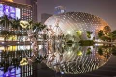 Reflexión de edificios en Shenzhen, China Imagen de archivo