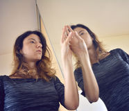 Reflexión de espejo de una entrada del cortijo Foto de archivo