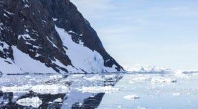 Reflexión de la Antártida Imagen de archivo libre de regalías