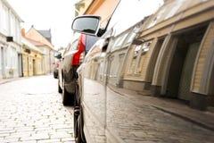 Reflexión de la calle en coche Imagenes de archivo