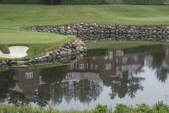 Reflexión de la casa del club de golf Foto de archivo