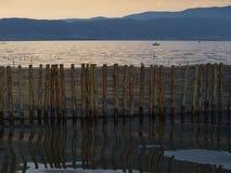 Reflexión de la cerca de madera Imágenes de archivo libres de regalías