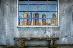 Reflexión de la ciudad imagen de archivo
