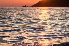 Reflexión de la luz del sol en el agua Foto de archivo