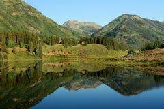 Reflexión de la montaña fotografía de archivo