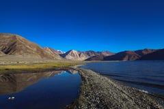 Reflexión de la montaña Fotografía de archivo libre de regalías