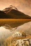 Reflexión de la montaña Foto de archivo libre de regalías