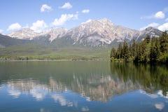 Reflexión de la montaña Fotos de archivo libres de regalías