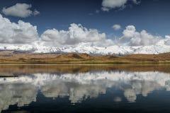 Reflexión de la montaña de la nieve Imagen de archivo