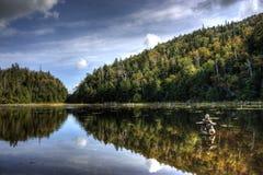 Reflexión de la montaña en caída Fotos de archivo libres de regalías