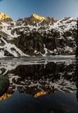Reflexión de la montaña rocosa Imagen de archivo libre de regalías