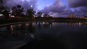 Reflexión de la nube en el lago almacen de metraje de vídeo