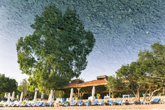 Reflexión de la playa en el mar en Selimiye Fotos de archivo