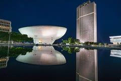 Reflexión de la plaza del estado del imperio en la noche fotografía de archivo libre de regalías