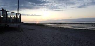 """Reflexión de la puesta del sol de Normandià """"en ventanas Fotografía de archivo libre de regalías"""