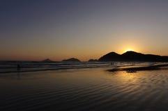 Reflexión de la puesta del sol en el océano Foto de archivo libre de regalías