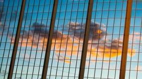 Reflexión de la puesta del sol en un edificio de highrise Fotografía de archivo libre de regalías