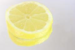 Reflexión de la rebanada del limón Foto de archivo libre de regalías