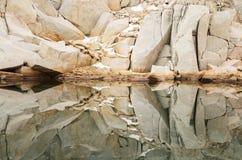 Reflexión de la roca Fotos de archivo libres de regalías