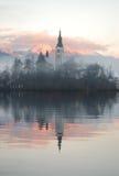Reflexión de la tarde brumosa Foto de archivo libre de regalías
