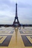 Reflexión de la torre Eiffel Imagen de archivo libre de regalías