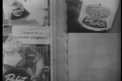 Reflexión de la ventana de tienda de la conducción de automóviles a lo largo de la calle de Los Ángeles almacen de metraje de vídeo