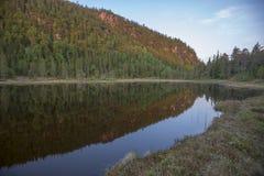 Reflexión de las montañas Fotografía de archivo