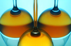 Reflexión de los vidrios de vino fotografía de archivo