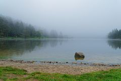 Reflexión de niebla imágenes de archivo libres de regalías
