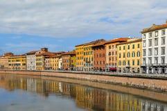 Reflexión de Pisa en Arno River, Italia Fotografía de archivo libre de regalías