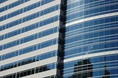 Reflexión de Portland, O de oficinas del edificio Imagen de archivo libre de regalías