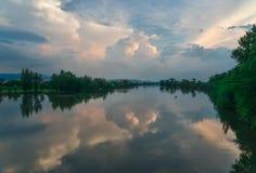 Reflexión de Vah del río Imagenes de archivo